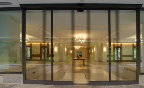 Leotta serramenti; villa sassi; Torino; Acireale; serramenti; infissi; serramentisti a Torino; serramentisti ad Acireale; porta ridondante; automazioni; porta automatica